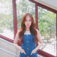 SinB ❤️ so cute Kpop Girl Groups, Korean Girl Groups, Kpop Girls, Sinb Gfriend, Gfriend Sowon, Bubblegum Pop, Latest Music Videos, Cloud Dancer, Fan Picture