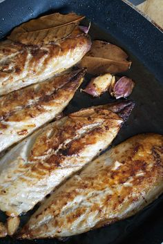 Mackerel with Garlic and Bay Leaves -- [gluten-free, dairy-free, paleo, grain-free, nut-free]