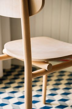 A dining chair made of beech wood, light and simple, designed taking care of details.