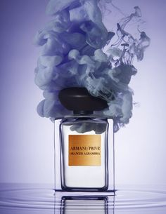 Let yourself be tempted by the luxurious and exclusive scents from the Armani Privé line. Ph. Lacey