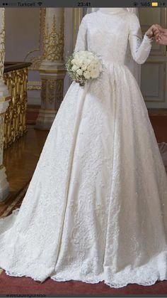 wedding dream – Our wedding ideas Muslimah Wedding Dress, Disney Wedding Dresses, Pakistani Wedding Dresses, Modest Wedding Dresses, Bridal Dresses, Dress Muslimah, Hijab Dress, Dress Wedding, Bridal Hijab