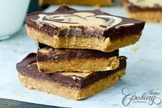No-Bake Chocolate Peanut Butter Bars Easy Chocolate Fudge, Peanut Butter Chocolate Bars, Chocolate Chunk Cookies, Natural Peanut Butter, Chocolate Peanuts, Chocolate Recipes, Fitness Cake, Caramel Apple Cheesecake Bars, Digestive Biscuits