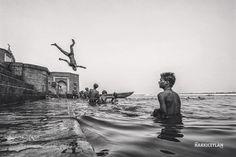 Ganga River - Pinned by Mak Khalaf Instagram: http://ift.tt/1NkLf0R Black and White instagramblack and whiteblackandwhiteblackwhiteindiavaranasi by HakkiCeylan