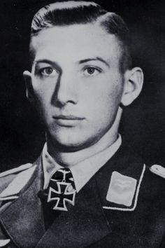 Oberleutnant Alfred Genz (1916-2000), Chief 1./Fallschirmjäger-Sturm Regiment 1, Ritterkreuz 14.06.1941