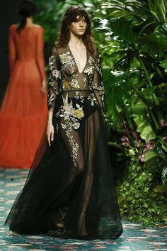 JORGE+VÁZQUEZ-125 Gold Girl, Dress Codes, Elegant Dresses, Dress For You, Catwalk, Ready To Wear, Fashion Show, Style Inspiration, Bride