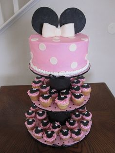 minni mouse cake and cupcakes