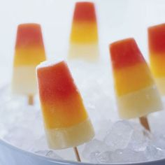 These three-layer homemade popsicles have three layers of citrus fruit--blood orange, tangerine, and white grapefruit. Frozen Desserts, Frozen Treats, Healthy Desserts, Healthy Eats, Frozen Fruit, Sweet Desserts, Sweet Recipes, Candy Corn, Eye Candy