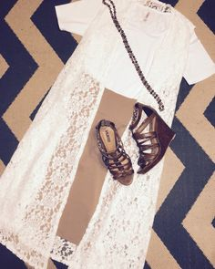 I'm a sucker for a #neutrallychic outfit, this @lularoe white #perfecttee, cream #joy and tan #cassieskirt make a beautiful pairing!! #lularoeseptemberchallange #day11 #lularoecarriekeller #lularoe