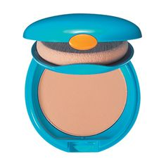 Get a flawlessly smooth finish from a powder compact with high SPF protection.
