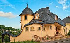 The World's 15 Storybook Cottage Homes - House in Zell on the Mosel River, Germany (1)