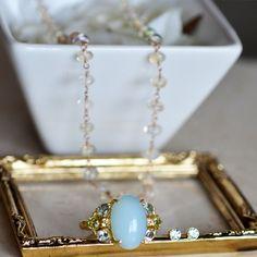 今日は ブルーオパールのリング アクアマリンのピアス オパールのネックレス を組み合わせてみました。