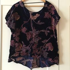 Hi low open back floral top Hi lo floral top with lo back, worn once bobeau Tops Blouses