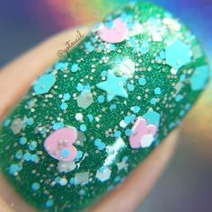Love 2016 is a glitter topper it's compromised mainly of blue pink gray and white glitters. The