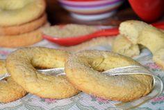 I biscotti al latte sono dei biscotti friabili e dolci al punto giusto,sono ideali per accompagnare una tazza di tè o da mangiare così come dolcetto.
