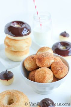 **National Doughnut Day is June These Vanilla Bean and Buttermilk Baked Doughnuts will delight even the most discriminating doughnut connoisseur. Donuts Beignets, Baked Doughnuts, Just Desserts, Delicious Desserts, Dessert Recipes, Yummy Food, Tasty, Donut Recipes, Pastry Recipes