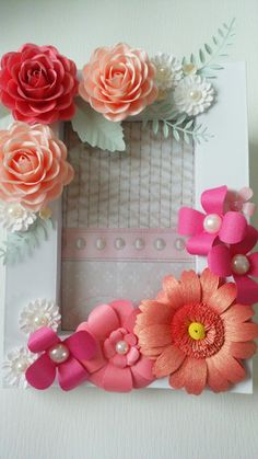 Flower Canvas, Flower Frame, Flower Wall, Diy Home Crafts, Arts And Crafts, Paper Crafts, Photo Booth Stand, Baby Gender Reveal Party, Floral Letters