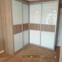 Corner Wardrobe, Wardrobe Room, Wardrobe Design Bedroom, Wardrobe Cabinets, Bedroom Cupboard Designs, Bedroom Designs, Bedroom Ideas, Bedroom Colour Palette, House Furniture Design