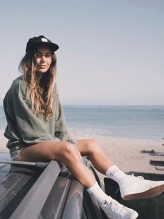 Summer Camp Outfits, Camping Outfits For Women, Trendy Summer Outfits, Summer Fashion Outfits, Surfer Outfit, Surfer Girl Outfits, Teenage Girl Outfits, Surf Girl Style, Skater Outfits