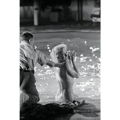 Marilyn Monroe Photograph Undressed Poolside by Lawrence Schiller, Marilyn Film, Marilyn Monroe 1962, Marilyn Monroe Photos, Cinema Tv, Still Love Her, Classic Movie Stars, Joan Crawford, Norma Jeane, Vintage Glamour