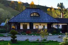 modele de case din Bucovina Rural House, Wooden House, Design Case, Home Fashion, Traditional House, Warm And Cozy, Home And Garden, Cottage, Exterior