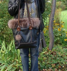 Silver Fox Fur and black leather tote recycled by Trouloulou Black Leather Tote, Leather Purses, Brown Leather, New Bag, Fox Fur, Beautiful Bags, Bag Making, Handbags, Sewing