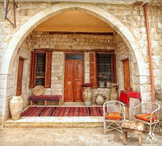 Typical Lebanese architecture in Beïno By Porches, Naher Osten, Beirut Lebanon, Village Houses, Mediterranean Homes, Syria, Restaurant Design, Traditional House, Old Houses