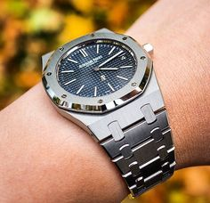 All Luxurious Products & Brands Available In Discounted Price💴💵💸💰 For More information Contact On Lux Watches, Stylish Watches, Luxury Watches For Men, Sport Watches, Vintage Watches, Cool Watches, Fashion Watches, Audemars Piguet Diver, Audemars Piguet Gold