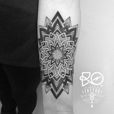Black Works Tattoo By RO. Robert Pavez • #engraving #dotwork #etching #dot #linework #geometric #ro #black #mandala