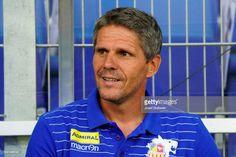 Nachrichtenfoto : head coach Dietmar Kuehbauer of St.Poelten during. Header, Baseball Cards, Sports, Messages, Hs Sports, Sport