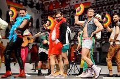 Los Palomos, la fiesta de la libertad sexual de Badajoz, espera la visita de más de 20.000 personas El centro de la ciudad se engalana y los comerciantes reciben con los brazos abiertos a los 'amigos' de esta fiesta, que dejó el pasado año 2 millones de euros a la ciudad. Lo que comenzó siendo una protesta a unas declaraciones homófobas del alcalde del PP, ha terminado siendo una cita popular para niños y mayores, en defensa de la diversidad sexual. El Diario, 2015-04-23…