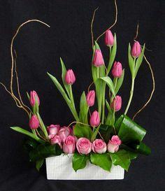 JP: Ikebana - Pink Tulips and Roses Arrangements Ikebana, Rose Flower Arrangements, Floral Centerpieces, Deco Floral, Arte Floral, Floral Design, Silk Flowers, Spring Flowers, My Flower