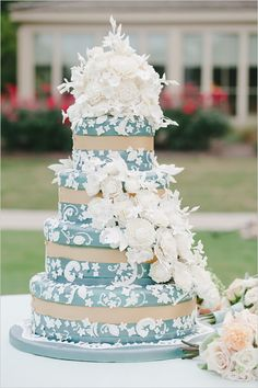 Blue + White Wedding Cake #weddingcake #wedding