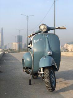 Vespa Vbb, Vespa Lambretta, Scooters, Italian Beauty, Animal Quotes, Cars And Motorcycles, Bike, Go Karts, Education
