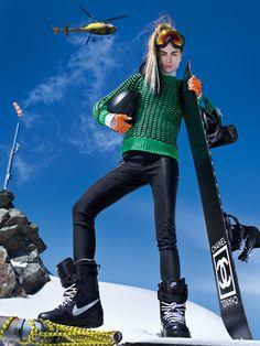 wish i looked this cool while skiing- teen vogue Sport Style, Teen Vogue, Snow Fashion, Winter Fashion, Chanel Fashion, Fashion Editor, Apres Ski Party, Ski Et Snowboard, Ski Ski