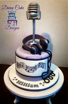 Cakes Pass me the mic Music Themed Cakes, Music Cakes, Unique Cakes, Creative Cakes, Beautiful Cakes, Amazing Cakes, Cake Cookies, Cupcake Cakes, Bolo Musical