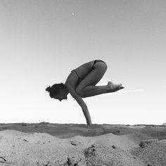crow #yoga #mamzellebeaute