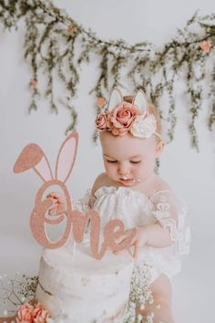 Easter Birthday Party, 1st Birthday Party For Girls, First Birthday Themes, Bunny Birthday, Birthday Decorations, Birthday Ideas, 1st Birthday Photoshoot, Foto Baby, Baby Shower