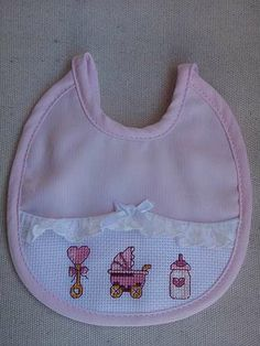 Bavaglino neonata Cross Stitch For Kids, Cross Stitch Baby, Cross Stitch Charts, Cross Stitch Embroidery, Cross Stitch Patterns, Scroll Saw Patterns, Welcome Baby, Christmas Cross, Baby Bibs