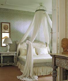 Балдахин над кроватью: 50 примеров штор и занавесок над спальным местом
