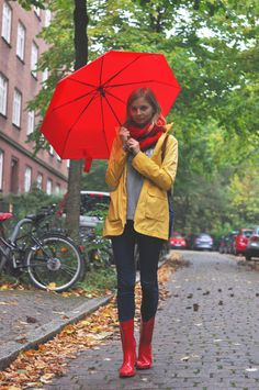 Style for Rainy Days: Red Umbrella, yellow raincoat, red scarf, grey sweater, pullover, sweater weather, blue jeans, red rain boots, hunter boots, rain, autumn  - Streetstyle, Hamburg, Outfit, Blogger