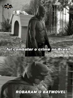 Batman foi combater o crime no Brasil... Detalhe olha o snoopy em cima da casinha. Kkk
