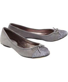 Zarte Eleganz! Von CONLEYS BLACK. Aus feinem Veloursleder.  #conleys #schuhe #shoes #fashion