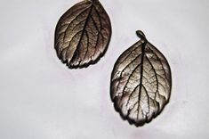 How to Make Metallic Leaf Jewelry – DIY Polymer Clay Tutorial « DiY crafts, free sewing tutorials & kickass clothing patterns – WhatTheCraft.com