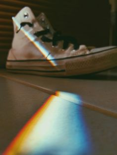 An All star and a red & blue light #Light #Allstar #Converse #Tumblr #VSCO #Photography #Red #Blue #Wallpaper #Colors