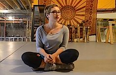 Juliet Devereaux is here to talk with us about the basics of floor hooping. She lives in Luton, England, UK.