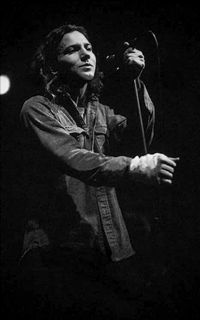 avatars-gifs-by-nel — eddie vedder vol. Mookie Blaylock, Grateful Dead Music, Pearl Jam Eddie Vedder, Band Posters, Music Posters, The Jam Band, The Best Revenge, The Black Keys, Bruce Springsteen