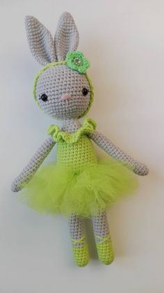 Crochet Bunny Pattern, Crochet Rabbit, Crochet Patterns Amigurumi, Cute Crochet, Amigurumi Doll, Crotchet Animals, Art Japonais, Doll Tutorial, Knitting Charts