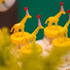 Muito amor pelas girafinhas dessa festa bichos. 💛💛💛 #detail #details #festabichos #animals #animalsparty #festainfantil #festademenino #party #kidsparty #handmade #festacomdesign #party #parties #partydesign #partyplanner