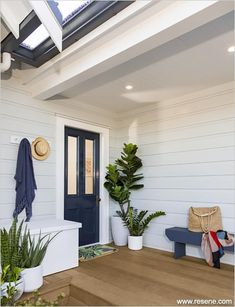 A classic beachy Cape Cod look Exterior Color Schemes, Exterior Paint Colors For House, Deck Stain Colors, House Cladding, Facade House, Hamptons House, Hamptons Style Homes, Painted Outdoor Furniture, House Deck