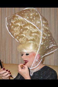 i'll never complain about a bad hair day again! Is that the rain cover of a childs pram? No rain hat is that. Funny Family Photos, High Hair, Bouffant Hair, No Rain, Rain Cap, Retro Hairstyles, Wedding Hairstyles, Bad Hair Day, Crazy Hair